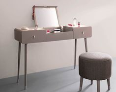 Elegant dressing table designs & models for a chic bedroom ambiance. Coral Furniture, Table Furniture, Furniture Making, Furniture Design, Workspace Desk, Desks, Dressing Table Design, Trendy Home, Bedroom Decor