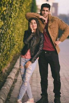 Why Do People Double Date? – Home of Love and Relationship Ideas couple poses Sibling Photography Poses, Photo Poses For Couples, Wedding Couple Poses Photography, Couple Photoshoot Poses, Couple Picture Poses, Photo Couple, Cute Couple Pictures, Girl Photo Poses, Couple Posing