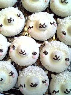 Alpaca Donuts- Could do Cupcakes Donuts Kawaii, Cute Donuts, Lamb Cupcakes, Cupcake Cookies, Sheep Cupcakes, Desserts Japonais, Cute Food, Yummy Food, Party Fiesta