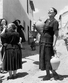 Spain. 'Return from the fountain', Granada, 1951 // by Jean Dieuzaide. Learn Fine Art Photography - https://www.udemy.com/fine-art-photography/?couponCode=Pinterest22