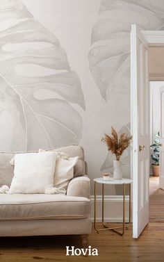 Incorporate some stylish tropical decor into your interior, while keeping your space looking clean, neutral, and natural. Panama is a monstera leaf wallpaper mural that we've hand-painted with watercolors, in a soothing palette of cream, brown, and light taupe tones. This aesthetically pleasing wallpaper design makes it easy to style a minimal Boho living room, Scandinavian bedroom, or gender-neutral nursery space without resorting to blank white walls all around. Palm Leaf Wallpaper, World Map Wallpaper, Plant Wallpaper, Tropical Wallpaper, Forest Wallpaper, Nursery Wallpaper, Kids Wallpaper, Estilo Tropical, Minimalist Wallpaper