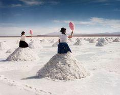 Uma série fotográfica surreal no maior deserto de sal do mundo - Pêssega D'Oro