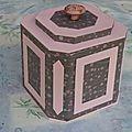 Papel Scrapbook, Tiny House Plans, Points, Origami, Decorative Boxes, Corset, Crafts, Ideas, Cartonnage