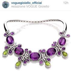 Convidamos nossos seguidores Para acompanhar o IG oficial da Vogue Gioiello que hj concedeu a honra de publicar nosso colar de ametista e peridotos! Ter o trabalho reconhecido por um veículo de peso como a @voguegioiello_official e Começar a semana assim é bom demais!
