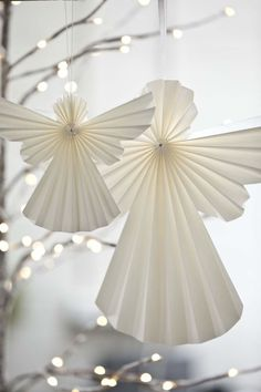 Christmas Crafts : Folded paper angel ornaments - Ask Christmas - Home of Christmas Inspiration & Deals Christmas Origami, Best Christmas Gifts, Christmas Angels, Christmas Holidays, Google Christmas, Oragami Christmas Ornaments, White Christmas, Christmas Ideas, Origami Ornaments
