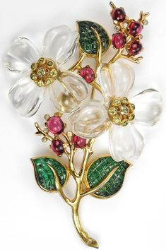 Trifari 'Alfred Philippe' Gold, Emerald, Rubi and Diamond Flower Pin Clip Antique Jewelry, Vintage Jewelry, Silver Jewellery, Grandmother Jewelry, Look Vintage, Vintage Costume Jewelry, Vintage Brooches, Turquoise Jewelry, Vintage Ornaments