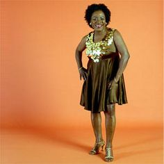 First lady of Daptone Records, Sharon Jones, is heading out on tour with her band The Dap-Kings. Vintage Tv, Vintage Music, Vintage Movies, Classic Tv, Classic Movies, 70s Sitcoms, Dap Kings, Sharon Jones, 60s Music