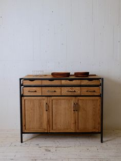TRUCK|237. SUTTO SERVING CABINET