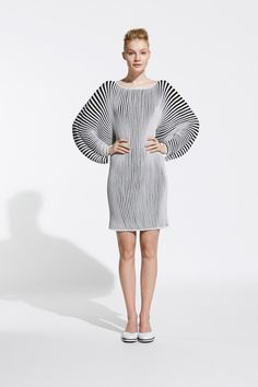 This would make me look like a cow but i love the sleeves!! Issey Miyake Resort 2014