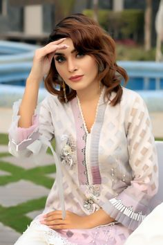 Sleeves Designs For Dresses, Dress Neck Designs, Stylish Dress Designs, Stylish Dress Book, Stylish Dresses For Girls, Pakistani Dresses Casual, Pakistani Dress Design, Indian Designer Outfits, Designer Dresses