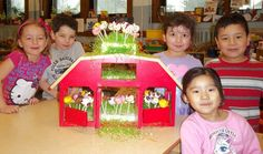 The K4 students at Clement J. Zablocki School learned about farm animals from cakepops! Paraprofessional Carol Gwiazdowski made cake pop farm animals for the students to enjoy. What a creative way to learn about animals!