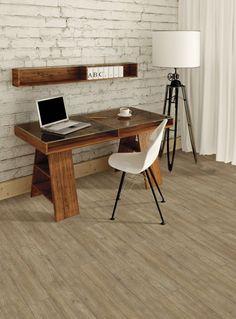 La planchette de vinyle reproduit bien le cachet du bois et il s'agit d'un revêtement de sol résistant et imperméable!