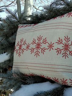 Christmas accent pillow made from a Target place mat.  What a great tutorial and idea.