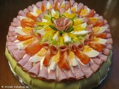 Sandwich cake, nice presentation & an alternative to outer layer CREAM cheese frosting Meat Platter, Seafood Platter, Veggie Sandwich, Sandwich Cake, Luncheon Recipes, Appetizer Recipes, Plateau Charcuterie, Buckwheat Cake, Party Sandwiches