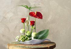 Shimpatai style ikebana Ikebana Flower Arrangement, Flower Arrangements, Japanese Flowers, Japanese Art, Ancient Art, Art Google, Flower Art, Vase, Display