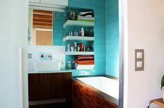 aménagement salle de bains avec une baignoire rectangulaire