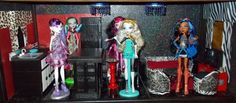 awesome tutes for Monster High dolls house Monster High Dollhouse, Monster High House, Monster High Dolls, Barbie Doll House, Barbie Dolls, Barbie Stuff, Doll Stuff, Sewing To Sell, Sewing For Kids