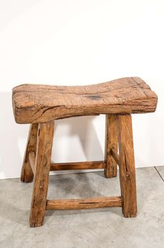 A large, thick seated antique Chinese elm stool, Classically shaped, nicely weathered. From Shanxi Province. Log Furniture, Furniture Projects, Wood Projects, Rustic Stools, Driftwood Lamp, Diy Rustic Decor, Chinese Furniture, Woodworking Kits, Wood Stool