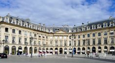 P1040419 Paris Ier place Vendôme immeubles n°18 20 22 24 et 26 rwk - Place Vendôme — Wikipédia