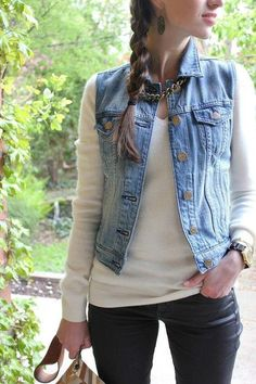 Black pants, white sweater and jean vest. The only outfit with a jean vest I actually like! Basic Fashion, Look Fashion, Fashion Outfits, Curvy Fashion, Fashion Fashion, Jean Vest Fashion, Petite Fashion, Fashion Trends, Fashion Tips