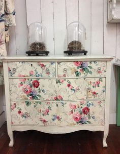 Dresser with vintage wallpaper drawers. Perfect for my shabby chic bedroom ❤ Decor, Shabby Chic Dresser, Painted Furniture, Home Decor, Furniture Makeover, Vintage Furniture, Shabby Chic Furniture, Decoupage Furniture, Cottage Style Interiors
