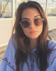 Round Sunglasses, Sunglasses Women, Famous People, Celebrities, Fashion, Pictures, Moda, Celebs, Round Frame Sunglasses