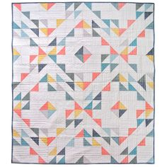 Indian Summer quilt is a minimal and modern design. The basic shapes form together to look complex however lending themselves to a beginner quilter. Quilting Projects, Quilting Designs, Quilting Tutorials, Quilting Ideas, Geometric Quilt, Half Square Triangle Quilts, Summer Quilts, Modern Quilt Patterns, Modern Quilting