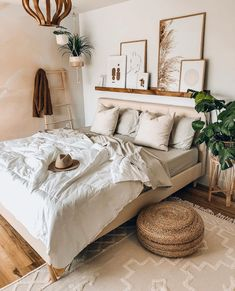 Home Interior Green Boho bedroom decor ideas decor.Home Interior Green Boho bedroom decor ideas decor Boho Bedroom Decor, Room Ideas Bedroom, Home Bedroom, Bedroom Designs, Bohemian Decor, Bedroom Inspo, Ikea Bedroom, Boho Room, Bedroom Inspiration Cozy