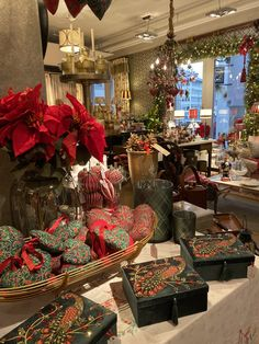 Its a beautiful time of the year in Zurich! Visit us in our showroom we have an amazing selection for you! World Of Interiors, Interior Decorating, Interior Design, Time Of The Year, Home Staging, Luxury Lifestyle, Showroom, Switzerland, Christmas Time