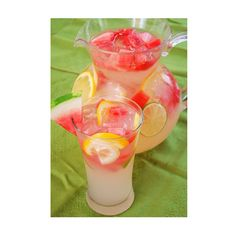 Watermelon Lemonade -Makes 12 Servings- Add as much Stevia to your liking 4 cups water 2 cups fresh lemon juice 1 cup fresh lime juice 4 cups ice cubes 4 cups diced watermelon 1 orange sliced 1 lemon sliced Mix together & serve & enjoy!! ✨This weekend is Memorial Day Weekend tag 4 friends who you will make this with!!