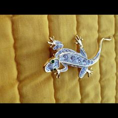 LOVELY  QUALITY CZ'S  LIZARD PIN THIS IS A SARAH COVENTRY STYLE LIZARD PIN. THIS STYLE  OF PIN IS NOT CHEAP AND DOES NOT COME FROM CHINA. NOW AVAILABLE ON POSH. ONLY HAVE THIS ONE Unknown Jewelry