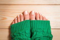 Pediküre selber machen - mit diesen Tricks gelingt es wie im Nagelstudio! Wir verraten, worauf ihr bei Fußpflege und Pediküre achten solltet. Step by ...