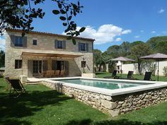"""House full of character with a pool in Uzès (Provence). """" La Maison Artus """" We rededicated a traditional Provencal stone farmhouse, which is almost complete. Swiming Pool, Swimming Pools Backyard, Swimming Pool Designs, Pool Landscaping, Backyard Pool Designs, Backyard Patio, Raised Pools, Provence, Small Pools"""