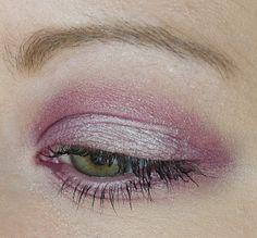 Maquillage Monobulles Agnès b. - Rose Grisé et Parme Coquette http://mamzelleboom.com/2014/03/27/monobulle-agnes-b-sakura-rose-grise-parme-coquette/