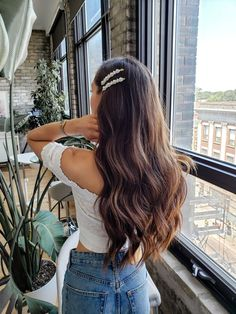 Shaggy Blonde Waves - 40 Picture-Perfect Hairstyles for Long Thin Hair - The Trending Hairstyle Aesthetic Hair, Light Brown Hair, Brown Hair Colors, Wild Hair Colors, Pretty Hairstyles, Long Hair Curled Hairstyles, Wedding Hairstyles, Braided Hairstyles, Night Out Hairstyles