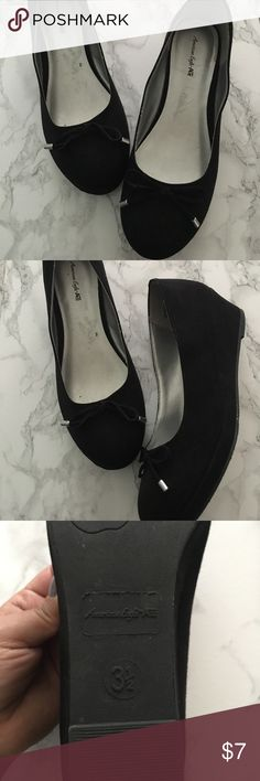 American Eagle Closed Toed Wedges Black wedges with a bow in a dice 3 1/2 youth with is about a 5-5.5 in ladies. I'm a narrow size 5 and the were a bit loose on me. These have been gently loved American Eagle by Payless Shoes Wedges