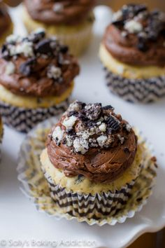 Amazing Cookies n' Cream Cupcakes, topped with the creamiest milk chocolate frosting. These are so delicious and quite easy to make!