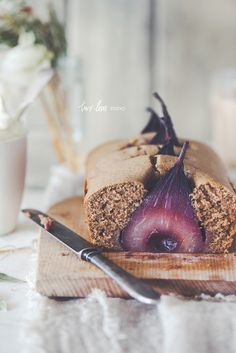 Gingerbread Loaf with Spiced Poached Pears and Vanilla Bean Cream — Two Loves Studio Christmas Food Photography, Autumn Photography, Photography Ideas, Good Food, Yummy Food, Pyrus, Poached Pears, Gateaux Cake, Christmas Desserts