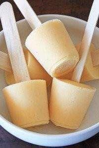 sweet snack for summer... peach pie popsicles: almond milk, banana, peaches, vanilla, agave, cinnamon...