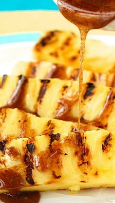 Grilled Pineapple with Cinnamon Honey Drizzle 33 Grilled Desserts That Are Worth Every Single Bite Grilled Desserts, Grilled Fruit, Grilled Asparagus, Grilled Vegetables, Grilled Salmon, Healthy Desserts, Healthy Recipes, Pineapple Recipes, Fruit Recipes