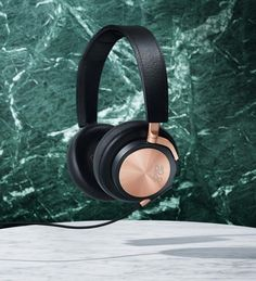 Explore Bang and Olufsen over-ear and on-ear Beoplay headphones, Beosound multiroom speakers, Beolab floorstanding speakers, and Beoplay Bluetooth speakers and high-end Beovision televisions. Techno Gadgets, Music Gadgets, Technology Gadgets, Cool Gadgets, High End Headphones, Bang And Olufsen, Designer Clothes For Men, Roaring Twenties, Love Affair