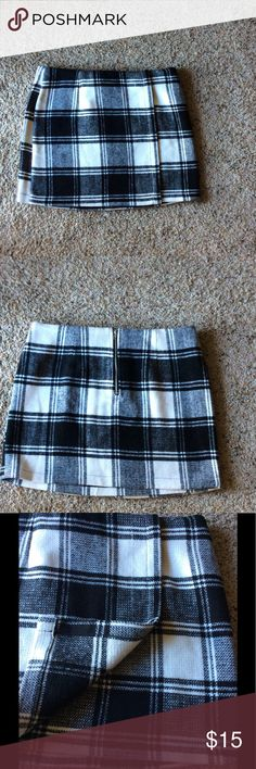 Forever 21 Plaid Skirt Good condition. No flaws, very cute :) if you want measurements just ask! Added a stock picture on how it would look like on! Forever 21 Skirts Mini