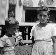 Even in 1955, this is still a bummer. | 14 Ridiculously Adorable Vintage Pics Of Kids With Ice Cream