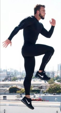 Workout Clothing Ideas For Cool Men Who Are Stunning 21 Moda Fitness, Outfits Hombre, Sport Outfits, Sport Fashion, Fitness Fashion, Gym Fashion, Moda Academia, Estilo Fitness, Mens Tights