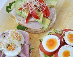 Rijstwafels saai? Helemaal niet! In dit artikel deel ik drie varianten rijstwafels als lunch. Wedden dat jij direct naar de supermarkt gaat?