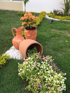 Container gardening is a fun way to add to the visual attraction of your home. Front Yard Garden Design, Front Garden Landscape, Rock Garden Design, Garden Yard Ideas, Backyard Garden Design, Small Backyard Landscaping, Landscaping With Rocks, Garden Crafts, Diy Garden Decor