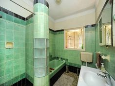 Deco bathroom ... swoon!!! House along Kingsford Smith Drive, Hamilton. Don't rip me out!