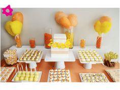 Mesa de dulces para boda de color naranja