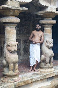 Brahmana priest at Vaikhuntanath temple , Kanchipuram, Tamil Nadu Kerala Backwaters, India Street, Jain Temple, Amazing India, India Art, Asian History, We Are The World, South India, Portraits