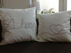 Wie man so eine Kissenhülle näht, habe ich ja bereits in anderen Anleitungen beschrieben und das Sticken ist auch kein Hexenwerk! Einfach mit einem Bleistift das gewünschte Motive aufzeichnen, bzw. schreiben und mit einem Rückstich Nachtstücken! Ich habe Sticktwist (Garn) … weiterlesen Sewing Pillows, Linen Pillows, Bed Pillows, Weaving, Quilts, Embroidery, Deco, Blog, Handmade